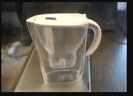 La carafe filtrante, devenu indispensable de nos jours